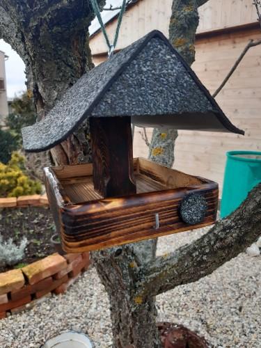 Krmítko - přístřešek pro ptáčky na zavěšení - RU